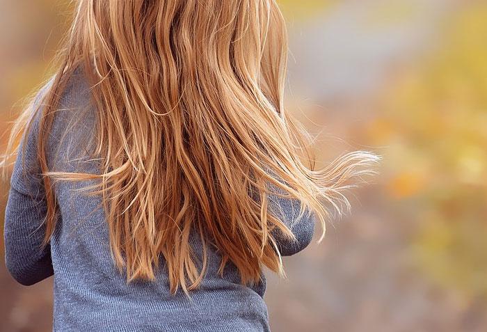 髪の毛の乾燥の原因とは