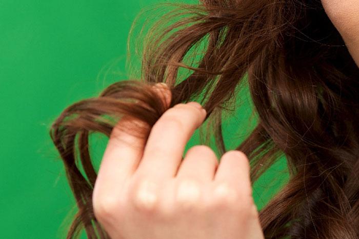 なぜ髪が絡まる?その原因は?