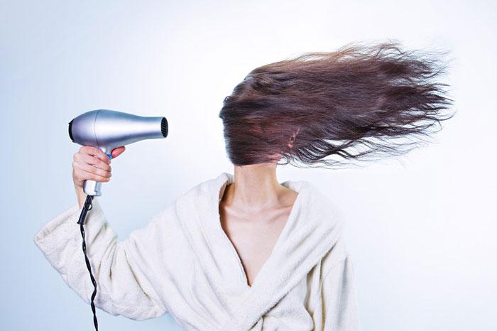 髪を傷めないためには風量が大事!その理由とは?