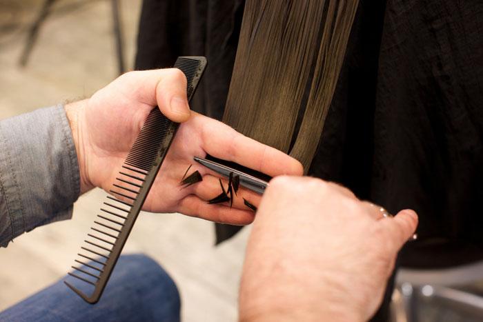 原因別!髪の広がりを抑えるカット
