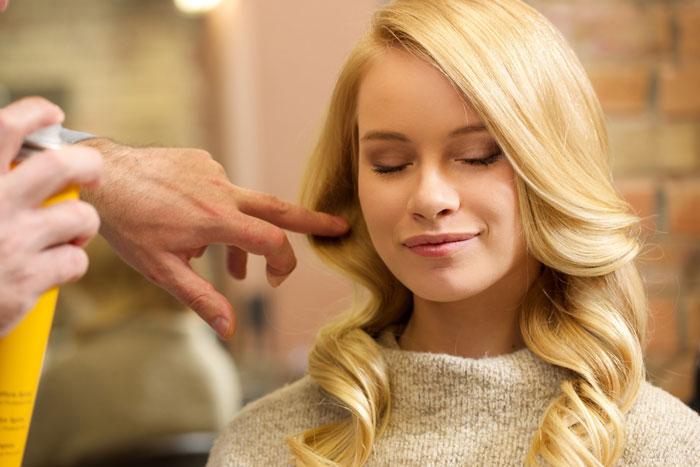 プチプラなのにしっかり髪の広がりを抑えるヘアスプレー3選!ツヤ出し効果もあっておすすめだよ!